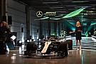 Formule 1 Mercedes trekt doek van W09 tijdens filmdag op Silverstone