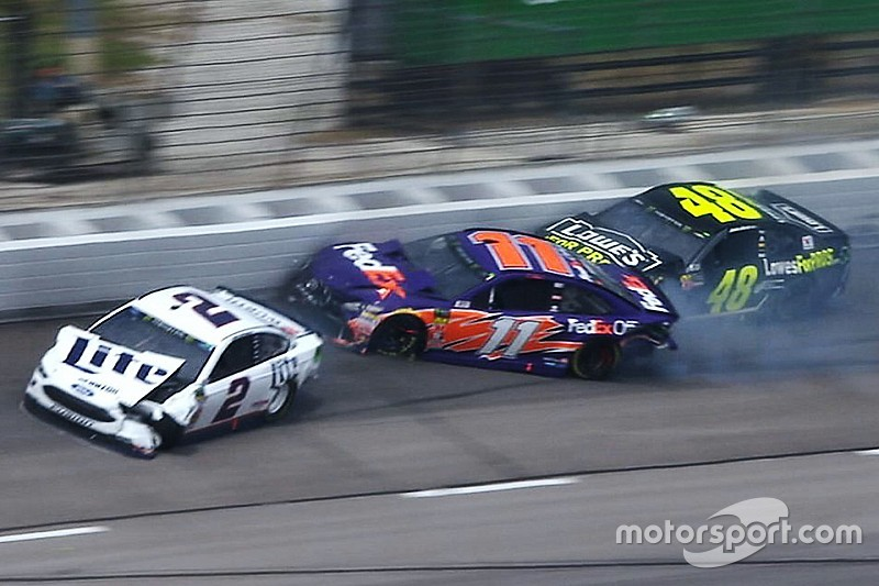 Multi Car Wreck Forces Stoppage Of Texas Cup Race   Video
