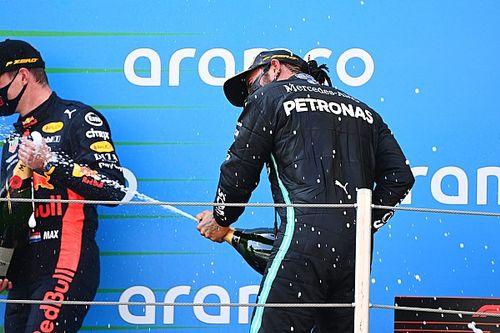 A Petronas a pletykák ellenére is marad a Mercedes oldalán