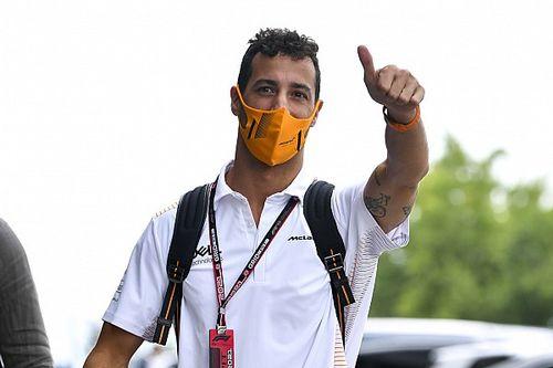 """Ricciardo: """"menő"""", hogy Hamilton nem tudta elkapni Ocont"""