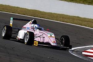 Формула 4 Новость Видео: гонщица Ф4 едва увернулась от внедорожника