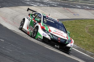 WTCC Verslag vrije training WTCC Nürburgring: Michelisz snelste in eerste training ondanks klapband op hoge snelheid