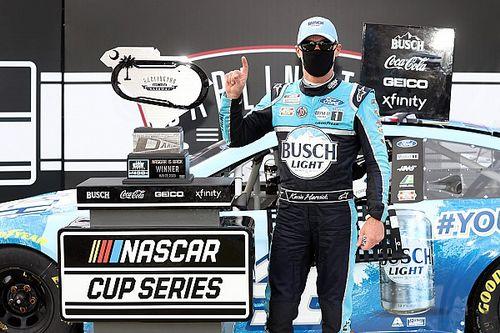 La NASCAR è la prima a ripartire: Harvick trionfa a Darlington