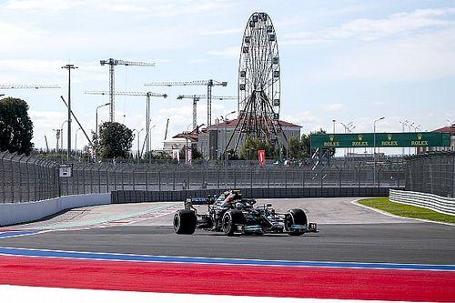 Bottas lidera un 1-2 de Mercedes en la FP1 de Sochi con Verstappen 3°
