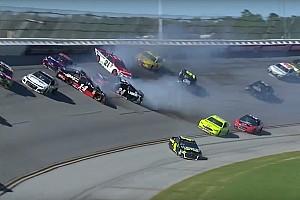 NASCAR Sprint Cup Noticias 14 autos protagonizan 'Big One' en Tallageda