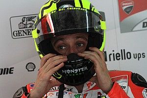Suzuki Ingin Rekrut Rossi Lewat Facebook