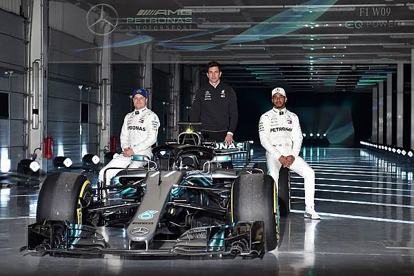 "F1 突发新闻 汉密尔顿相信新梅赛德斯赛车不会重蹈W08""歌姬""覆辙"