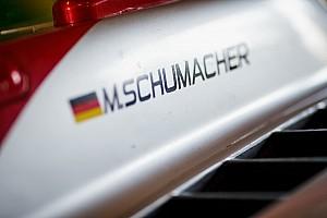 """Mick Schumacher: """"Soms lastig om zoon van F1-legende te zijn"""""""