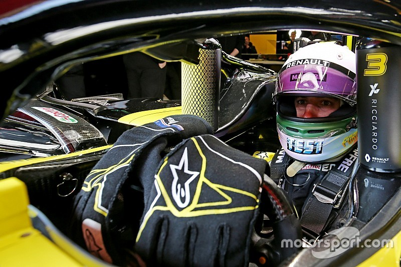 Ricciardo janjikan desain helm unik