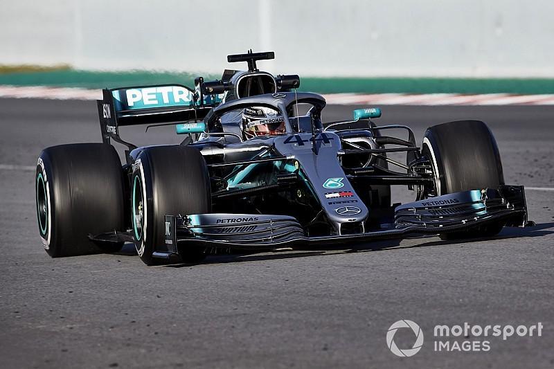 Mercedes: Торішня машина на тлі W10 - незграбна та недолуга