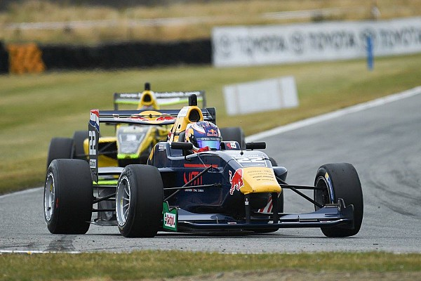 Other open wheel Teretonga TRS: Verschoor dominates Race 3 as Randle goes off