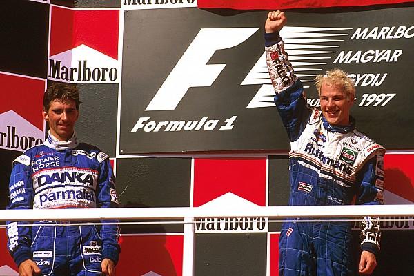 """Fórmula 1 GALERIA: Há 20 anos, Hill sofria derrota """"doída"""" na Hungria"""