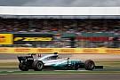 Хэмилтон рассказал, что резко сбросил скорость после проколов Ferrari
