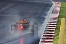 Гонщики испытали дождевые шины Pirelli на тестах в Барселоне