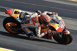 MotoGP Reporte de pruebas Márquez lidera un apretadísimo warm up con 17 pilotos en ocho décimas