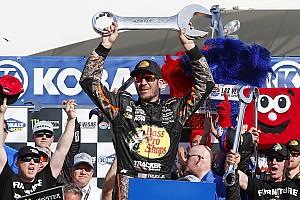NASCAR Cup Reporte de la carrera Truex toma una dramática victoria en  Las Vegas