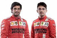 Íme Sainz és Leclerc az új sisakjával, a Ferrari 2021-es szerelésében! (galéria)
