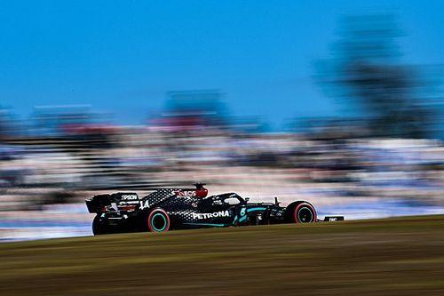 """Hamiltonnak """"ki kellett hajtani a Mercedes belét"""", hogy megverje ma Bottast"""