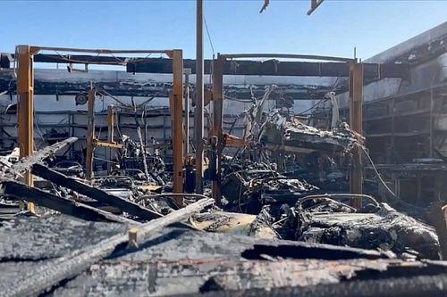 Tűz ütött ki a Gruber Motorsnál, több mint 30 Tesla Roadster égett porig