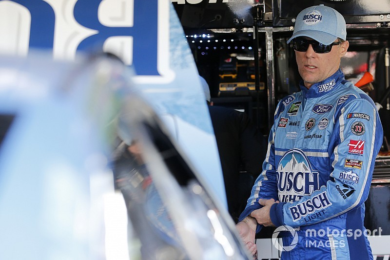 Kevin Harvick tops final Cup practice at Phoenix, Menard wrecks