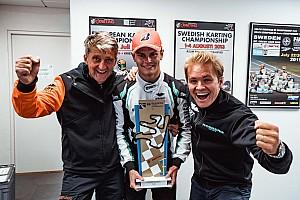 Nico Rosberg celebra el título mundial de karts de su equipo