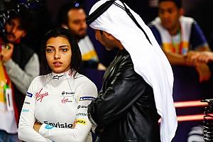 In beeld: Vrouwen in FE-wagens bij historische test in Saudi-Arabië