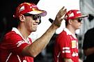 Folyamatosan dolgozik a Ferrari Vettel autóján a rajt előtt