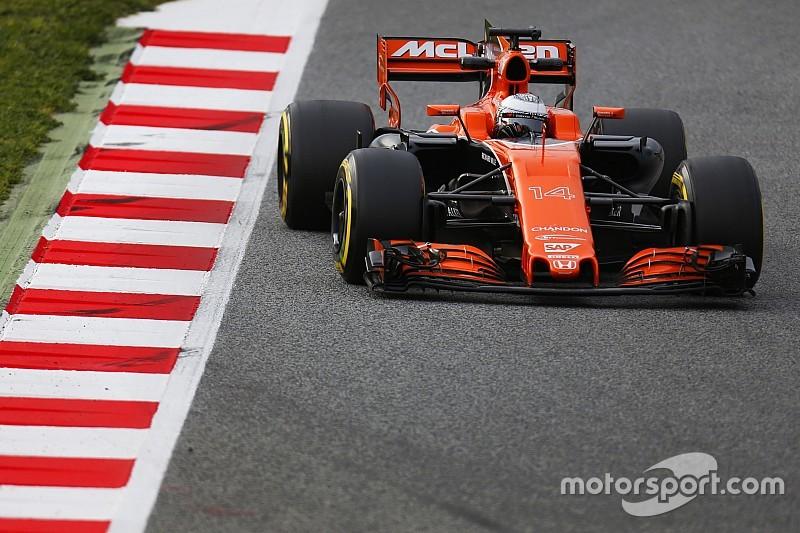"""Alonso cree que ya no tendrán que pilotar """"como niños pequeños"""""""