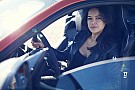 Fast and Furious-actrice Rodriguez scheurt 323 km/u in Jaguar F-Type SVR