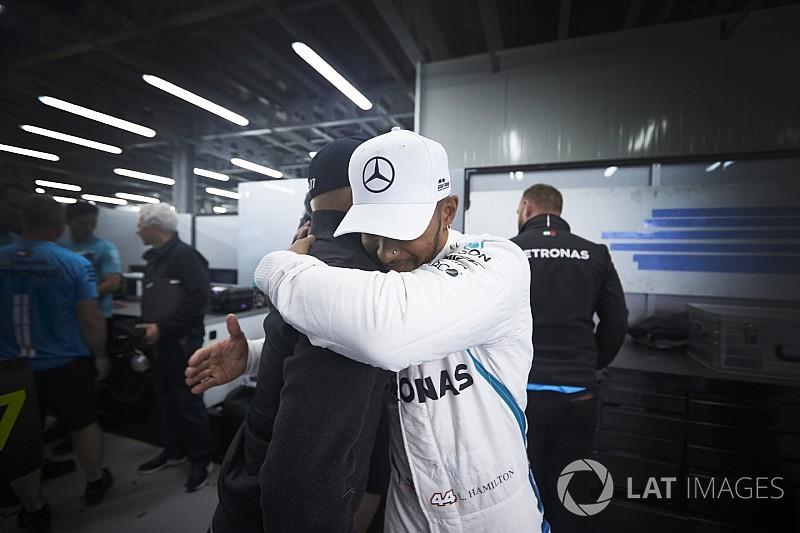 """Mercedes: Hamilton'ın Bakü zaferi """"doğru hissettirmiyor"""""""