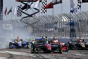 IndyCar Новость Авария в борьбе за победу: мнения Росси и Уикенса
