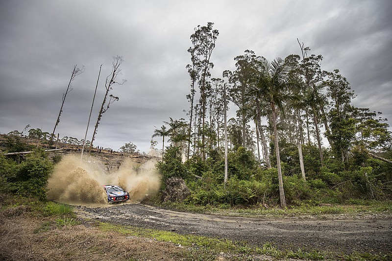 Australia WRC: Neuville still leading, Breen crashes heavily