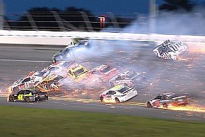 NASCAR Daytona: Megacrash met meer dan de helft van het veld