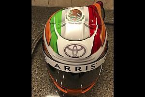 NASCAR Cup Noticias de última hora Suárez muestra su casco para NASCAR