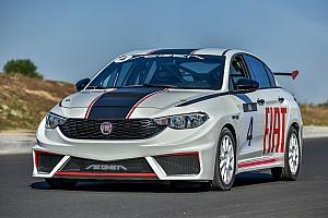 Fiat Egea yarış aracı piste çıktı