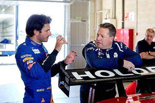 """F1: CEO da McLaren: """"Não deixaria Sainz sair se não acreditasse que teria Daniel"""""""