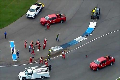 Видео: поребрик привел к массовому завалу в NASCAR