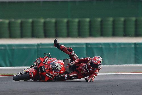 Почему оба гонщика Ducati упали? Баньяя намекнул на шины