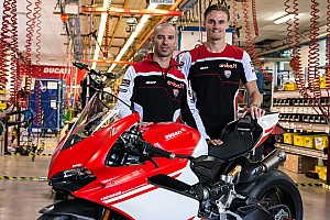 WSBK Noticias de última hora Chaz Davies y Marco Melandri visitan la fábrica Ducati