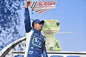 NASCAR Cup Gara Stenhouse Jr vince a Talladega la prima gara NASCAR della carriera