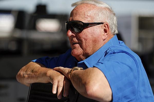 IndyCar Важливі новини Семиразовий чемпіон IndyCar ледве вижив після нападу бджіл-вбивць