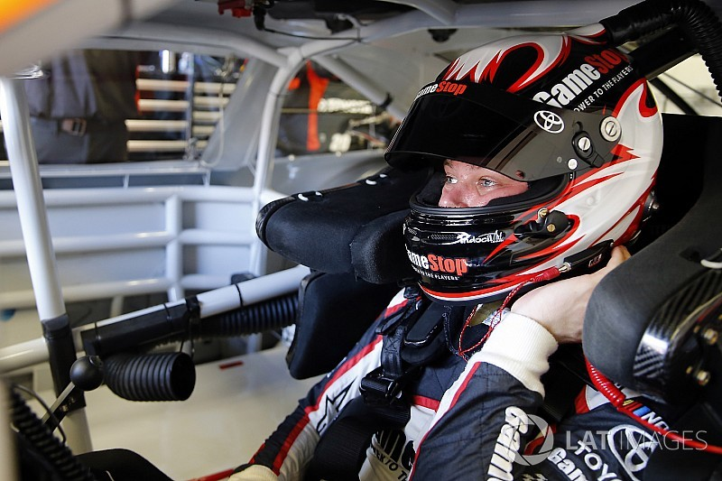 Erik Jones lidera la última práctica en Indy y Suárez en 12º