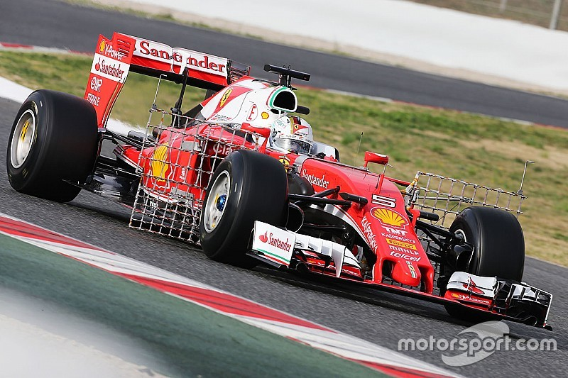 Vettel lidera la sesión matutina en Barcelona