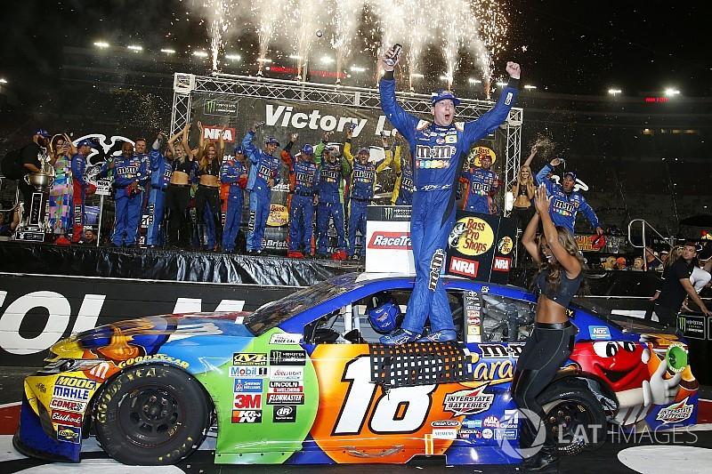 Кайл Буш выиграл этап NASCAR в Бристоле