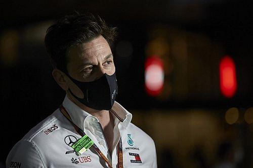 Wolff sértőnek tartja a Ferrari és a Red Bull ötletét