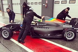 Болід команди Алонсо у Формулі Renault вперше з'явився на трасі