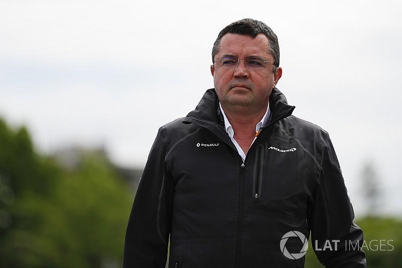 La salida de Boullier no condiciona el futuro de Alonso en McLaren