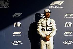 Hamilton critica vaias racistas a jogador inglês pelo Instagram