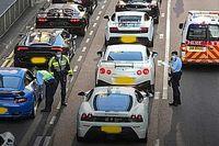 Egy 45 sportkocsiból álló konvojt kapcsolt le a hongkongi rendőrség illegális utcai verseny miatt