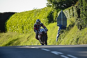 Road racing Gara TT 2017, Supersport, gara 1: la vittoria è di Michael Dunlop